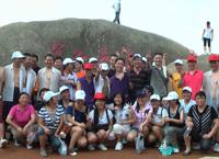 2011年4月总经理携优秀员工登山